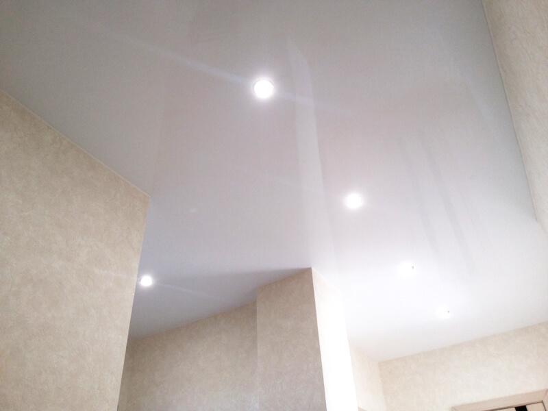 Фото из галереи - натяжной потолок в холле