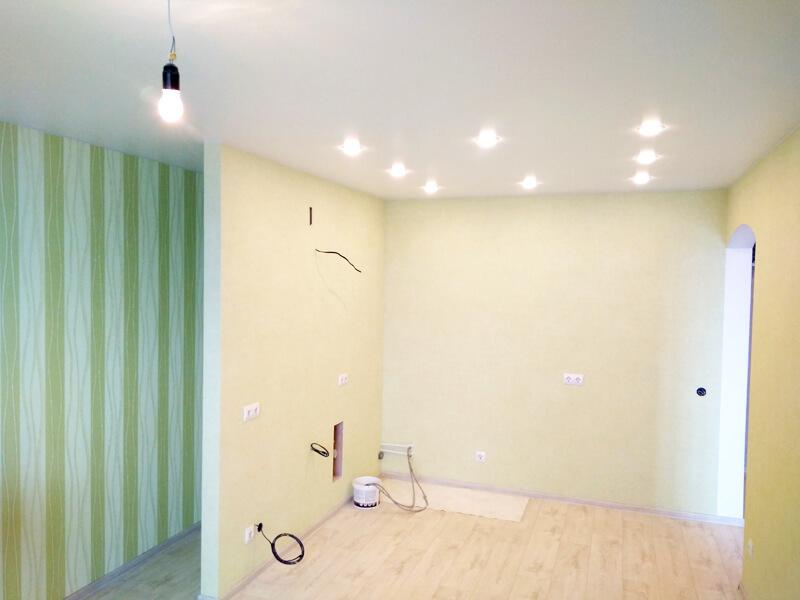 Фото из галереи - потолок кухня гостиная