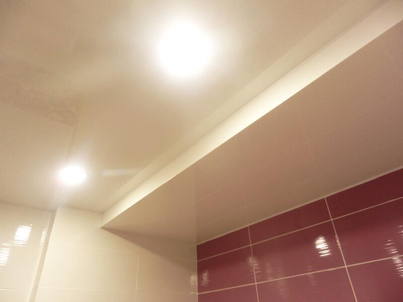 Фото из галереи - натяжные потолки в ванной