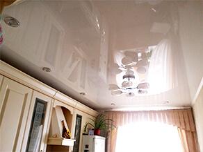 Натяжной потолок глянцевый